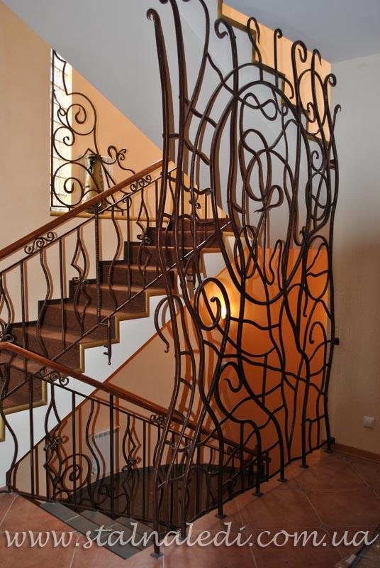 поставить стальные двери на лестничную площадку